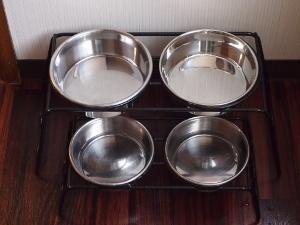 ㉞部屋犬食器.jpg
